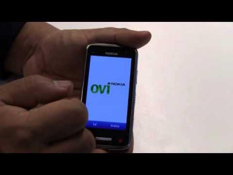 Nokia C6-01 - Dela din plats på Facebook