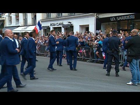 Les Bleus acclamés à leur sortie de l'Élysée