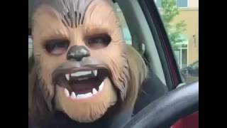 媽嗎戴面具後...快被笑死了/Mom Goes Nuts Over New Chewbacca Mask/laughthing Lady/