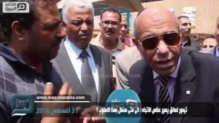 شاهد| سائق يتوسل لمحافظ القاهرة لاسترداد رخصته