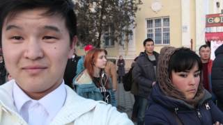 Реакция случайных прохожих на селфи. Бишкек