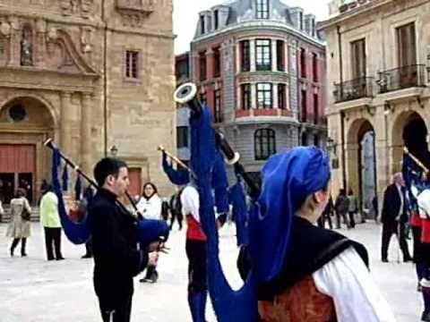 ,OVIEDO CAPITAL CULTURAL   CENTRO ASTURIANO DE OVIEDO-MUSICA ASTURIANA EN LA CALLE