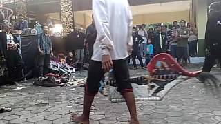 Video Jathilan kesurupan betulan sulit sembuh 1 download MP3, 3GP, MP4, WEBM, AVI, FLV Agustus 2018