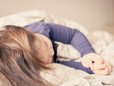 أخبار صحة - دراسة: الهواتف الذكية قبل النوم تؤثر على صحة الأطفال  - 15:23-2017 / 12 / 9