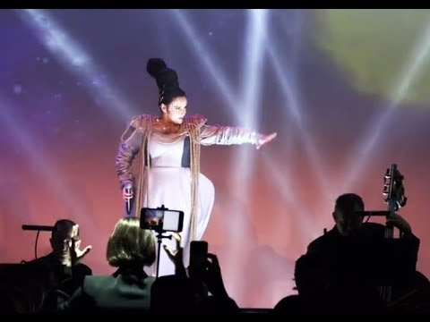 The Fifth Element song from Diva Laguna in New York Fashion Week (fan video)