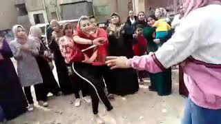 بنات مشبووهه بيرقصوا بالسكاكين علي مهرجااان يلي حاطه راس ابوكي في الطين