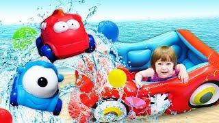 Фото Привет Бьянка и мама Маша на пляже - Песня и игры для малышей