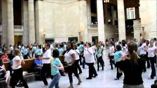 Estee Lauder Flash Mob! Chicago's Union Station 7.12.11 Thumbnail