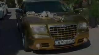 Золотистый Крайслер 300С в Караганде