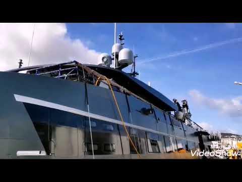 El Catamarán Hodor, en el muelle de Burela
