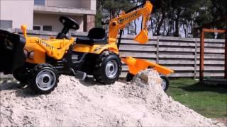Большой трактор Колескиных находит клад! Песня трактора-экскаватора..(Маленькие машинки Колескины находят в песочнице карту. Взрослые машины знают, что это карта сокровищ. Больш..., 2016-04-18T18:14:36.000Z)