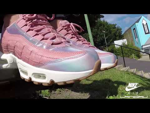 nike-shoes-womens-air-max-95-se-red-stardust-washed-teal-sail