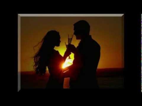 Песня Когда простым и нежным взором   Ласкаешь ты меня, мой друг,   Необычайным, цветным узором   Земля и небо вспыхивают вдруг.   Веселья час и боль разлуки   Хочу делить с тобой всегда.   Давай пожмём друг другу руки   И в дальний путь на долгие года.