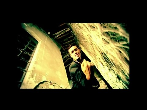 Mustafa Sandal - Aşka Yürek Gerek ( Official Video )
