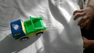 ►Детские игрушечные машинки. Мальчик играет игрушками - спорткарами и джипом