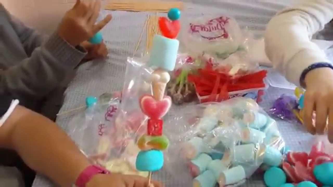 Brochetas de chuches youtube for Pinchos de gominolas