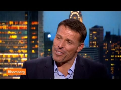 Tony Robbins Remembers Meeting Carl Icahn and Warren Buffett