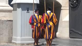 Италия.Рим.Смена караула в Ватикане.