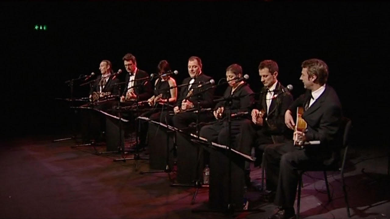 """The Ukulele Orchestra of Great Britain Performs The Clash's """"Should I Stay Or Should I Go"""""""