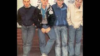 The Housemartins, Sitting On A Fence