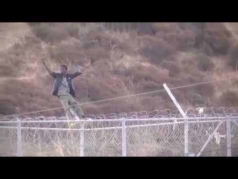 Нашествие 600 мигрантов на территорию Испании попало на видео!