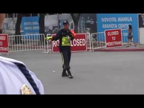 Dancing traffic enforcer in Cubao (Araneta Center), Quezon City - HD (High Quality)