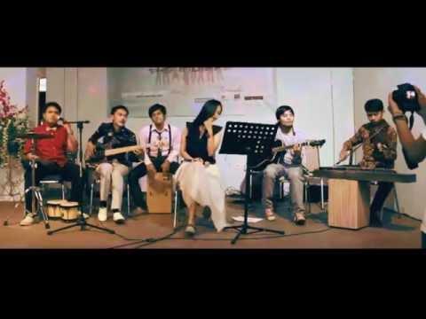The Threes - Aku Dengan Senyuman (Live Acoustic at Terrace View Cafe Bandung)