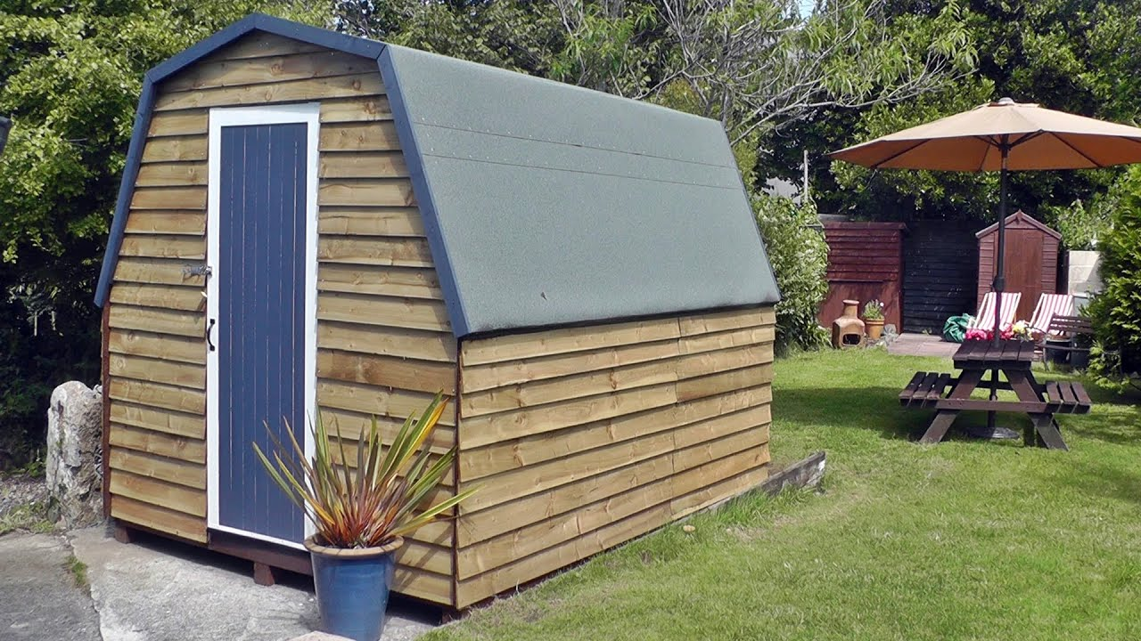 Tiny house shed uk with gambrel roof aka the chicken for Shed roof tiny house