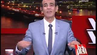 """فيديو.. محمد موسى يهدي معتز مطر """"حزمة برسيم"""" على الهواء"""