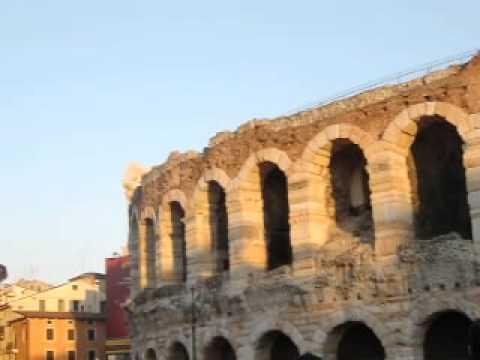 Stella Di Natale A Verona.Piazza Bra Verona L Arena E La Stella Di Natale