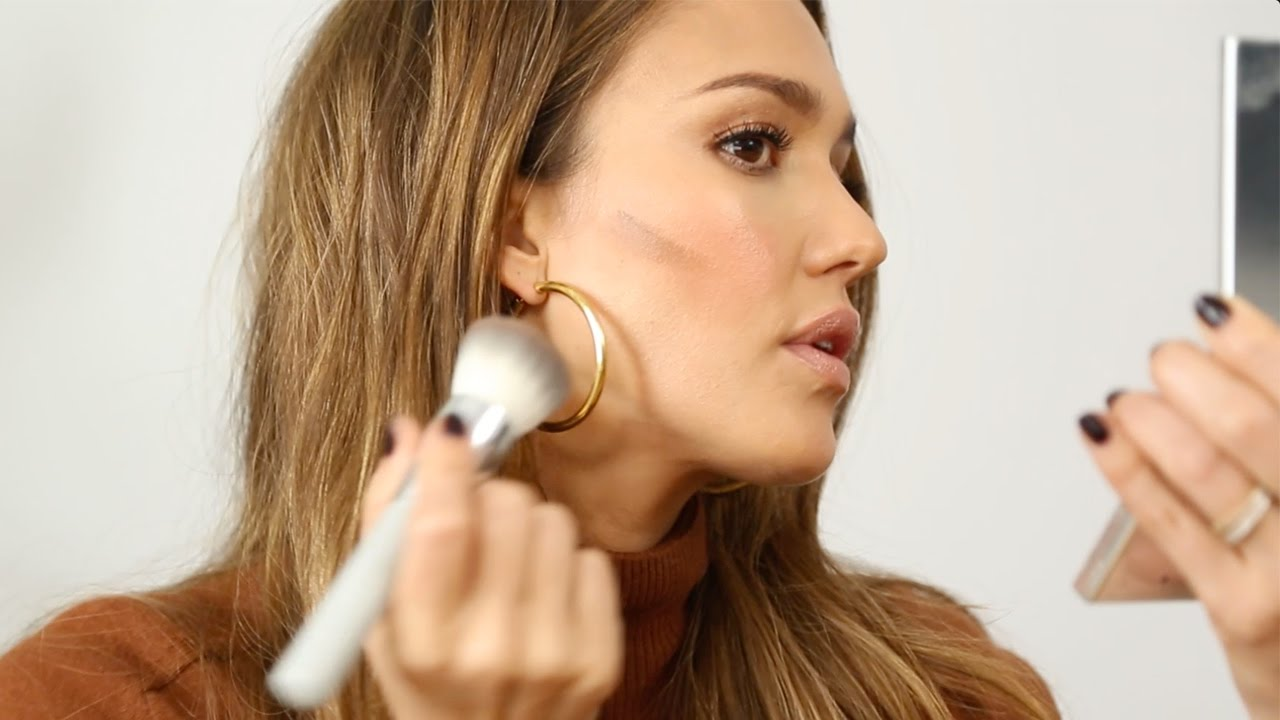 Jessica Alba on Sleeping In, Shampoo and Contouring