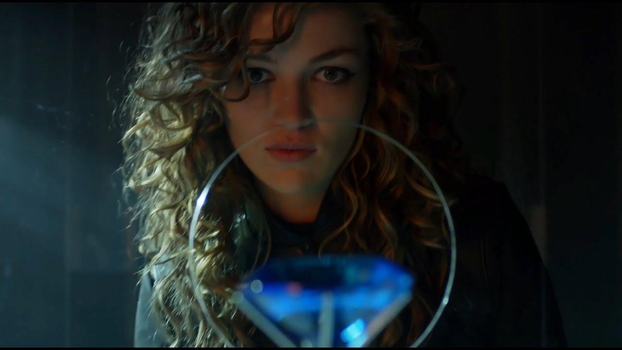Download Selina 'Catwoman' Steals Diamond - Batman Witnesses The Theft (Gotham TV Series)