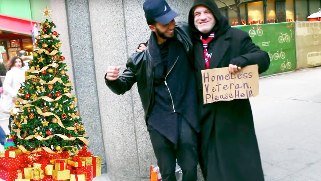SURPRISING The Homeless With Gifts For Christmas