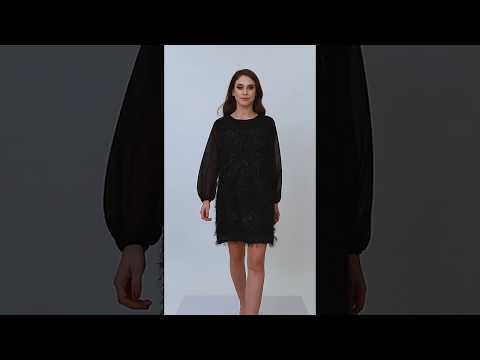 Video: Prosta sukienka z błyszczącymi włosami