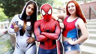 SPIDER-MAN SPIDERVERSE, Mary Jane, Spider-Gwen VS Anime Weekend Atlanta AWA 2017 VS Pretty Ladies