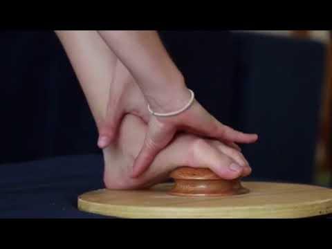 A mão que pega e o pé que pisa: o corpo todo se organiza
