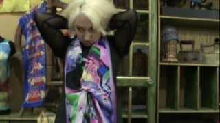 Платки, шарфы палантины  Завязать и носить красиво ч1(Милые девушки и женщины! Смотрите как завязать платки, шарфы, палантины! К любому случаю и поводу в вашей..., 2012-10-31T01:16:28.000Z)