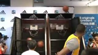 Repeat youtube video Dwight Howard Blocks a Kid's Shots in pop-a-shot