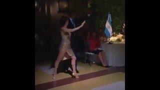 Барак Обама танцует танго в Аргентине(Барак Обама станцевал танго на приеме у аргентинского коллеги Маурисио Макри. Когда профессиональная танц..., 2016-03-24T10:02:38.000Z)
