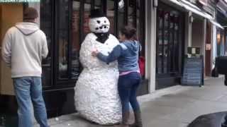 ten cuidado con el hombre de nieve.