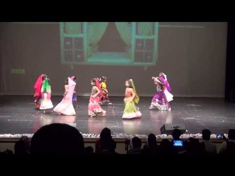 Navrai Majhi dance by Arpita and her friends (from movie: English Vinglish)
