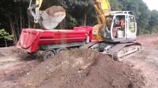 Liebherr 924 Compact digging and loading a Truck