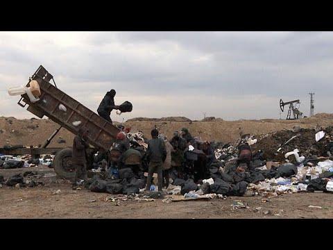 شاهد: سوريون يقتاتون من القمامة وجنود أمريكيون يحرسون آبار النفط.. يحدث في سوريا…  - نشر قبل 5 ساعة