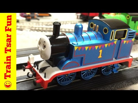 CELEBRATION THOMAS THE TANK ENGINE! NEW 2016! Unboxing! Bachmann HO scale Train