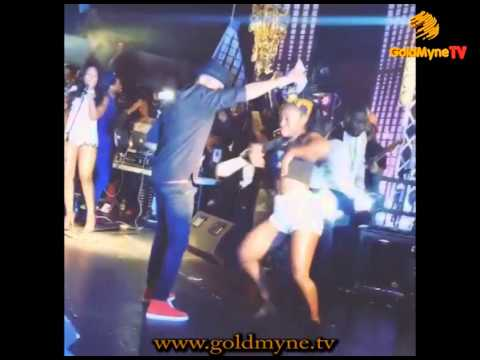 GOLDMYNETV: WIZKID SPRAYS DOLLARS ON STAGE AT INDUSTRY NITE HOUSTON USA