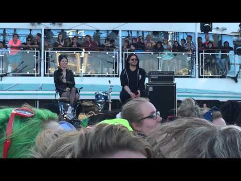 Parahoy! 2 - Q&A with Hayley and Taylor