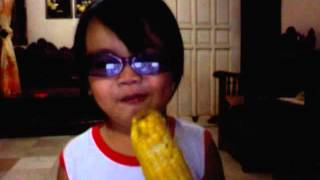 moira eating corn