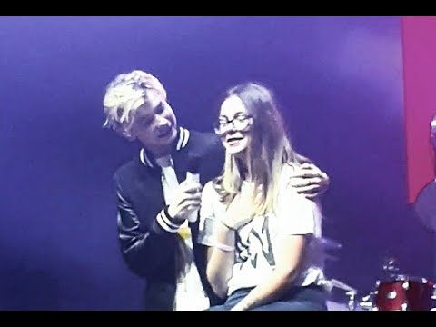 MARCUS AND MARTINUS CALLED HER UP ON A STAGE 😱 First Kiss - Zagreb live