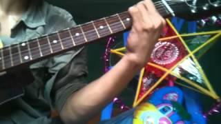 chiec den ong sao guitar