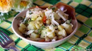 Постный картофельный салат с квашенной капустой и зеленым горошком